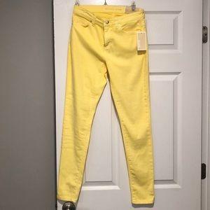 NWT yellow Michael kors Izzy skinny jeans. Size 4